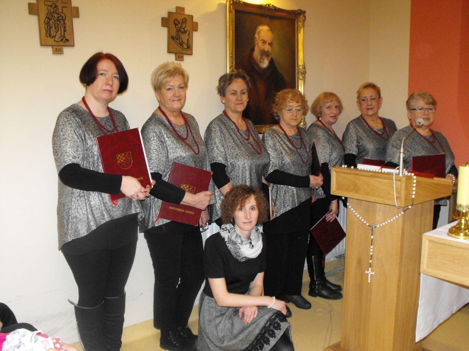 Zaśpiewały dla hospicjum