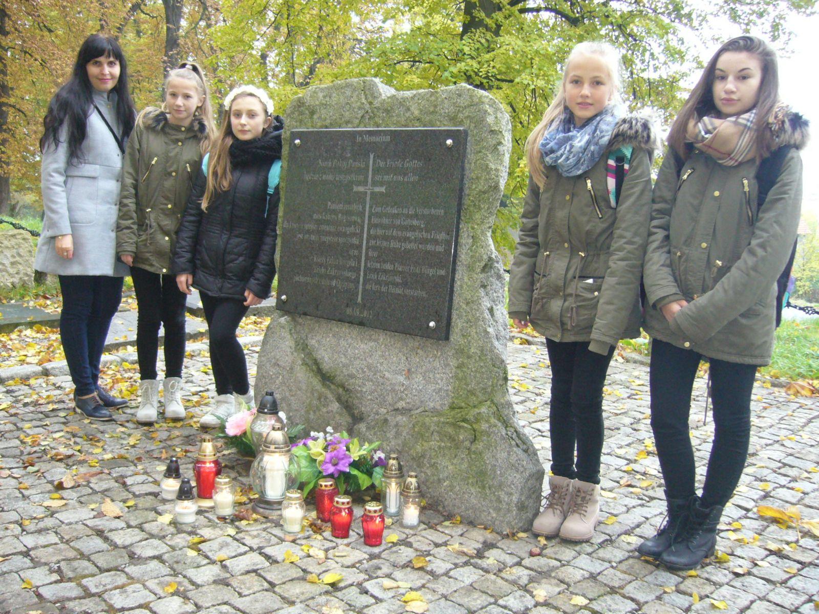 Światełko pamięci na byłym cmentarzu ewangelickim