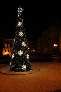 Niech pod świąteczną choinką znajdzie się radość i szczęście...